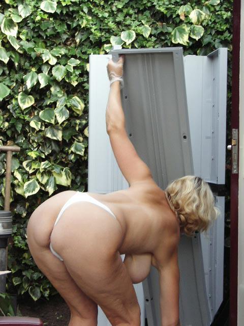 Through window i spied my mom masturbating at pc 3